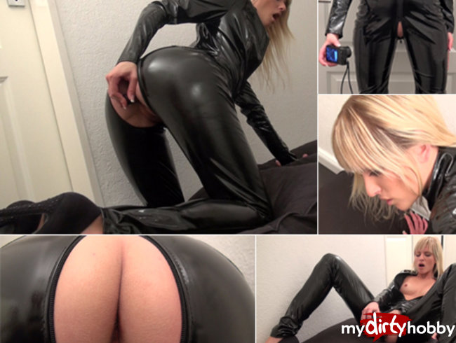 Varnish catsuit! Watch how I fuck myself!